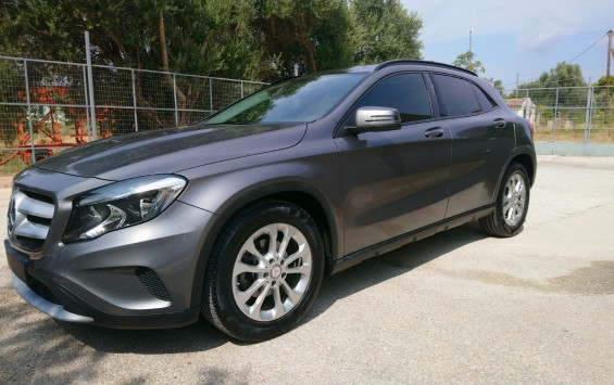 Mercedes-Benz GLA 200 1.6 PANORAMA 156HP